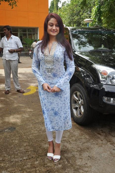 27+ Beautiful Photos of Sonia Agarwal 9