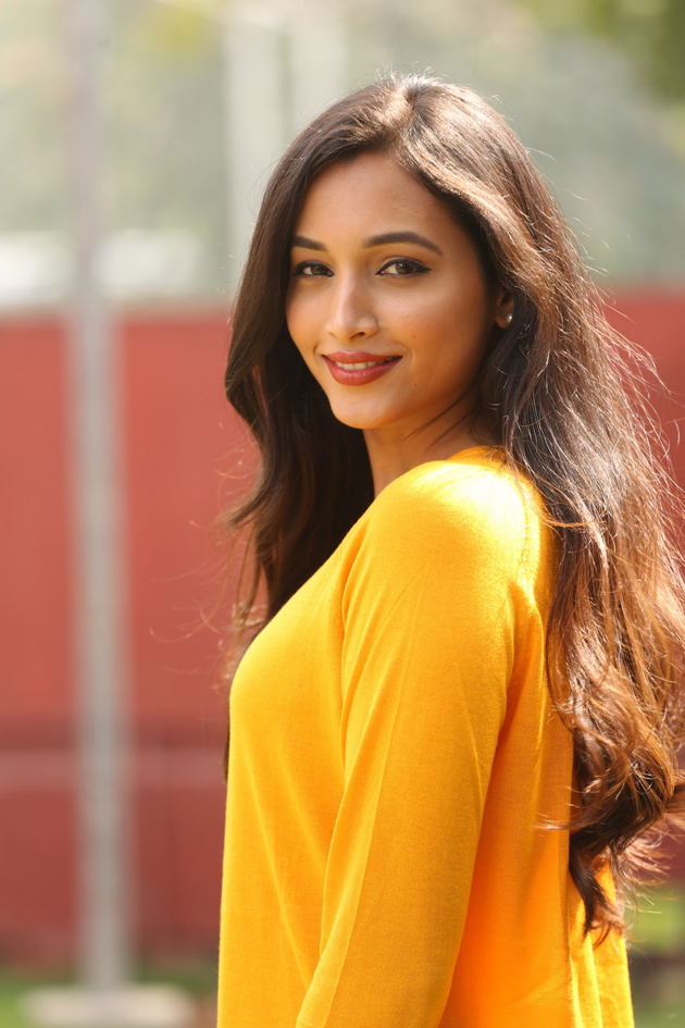 112+ Beautiful photos of Srinidhi Shetty 93