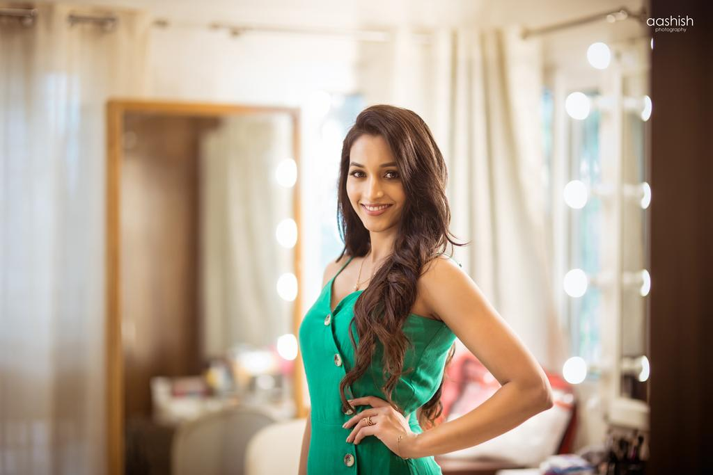 112+ Beautiful photos of Srinidhi Shetty 85