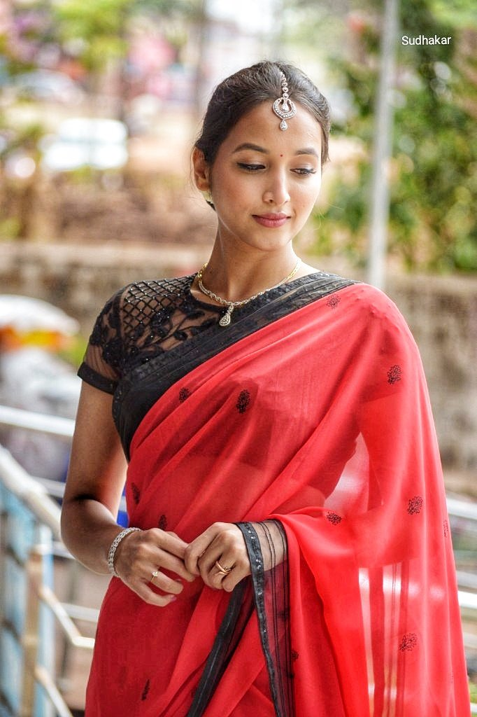112+ Beautiful photos of Srinidhi Shetty 94