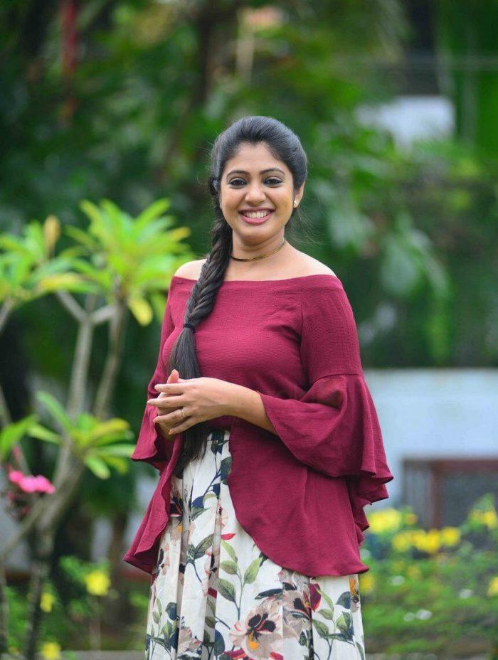 76+ Gorgeous Photos of Veena Nandakumar 3