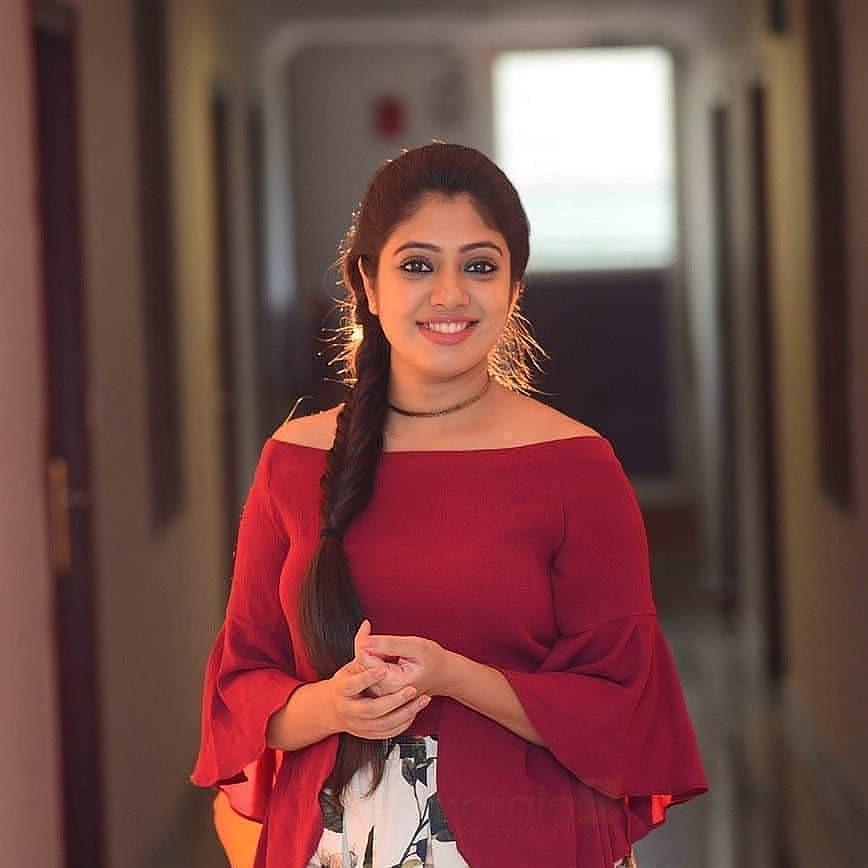 76+ Gorgeous Photos of Veena Nandakumar 24