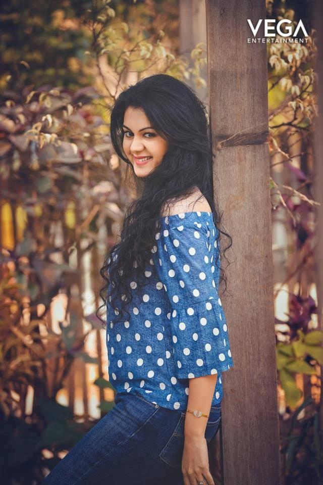 44+ Beautiful photos of Kamna Jethmalani 97
