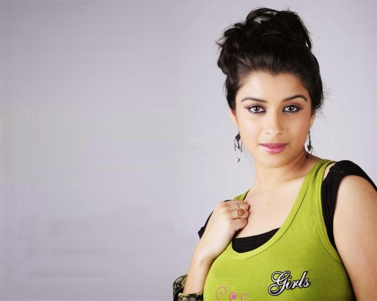 49+ Gorgeous Photos of Nyra Banerjee 101