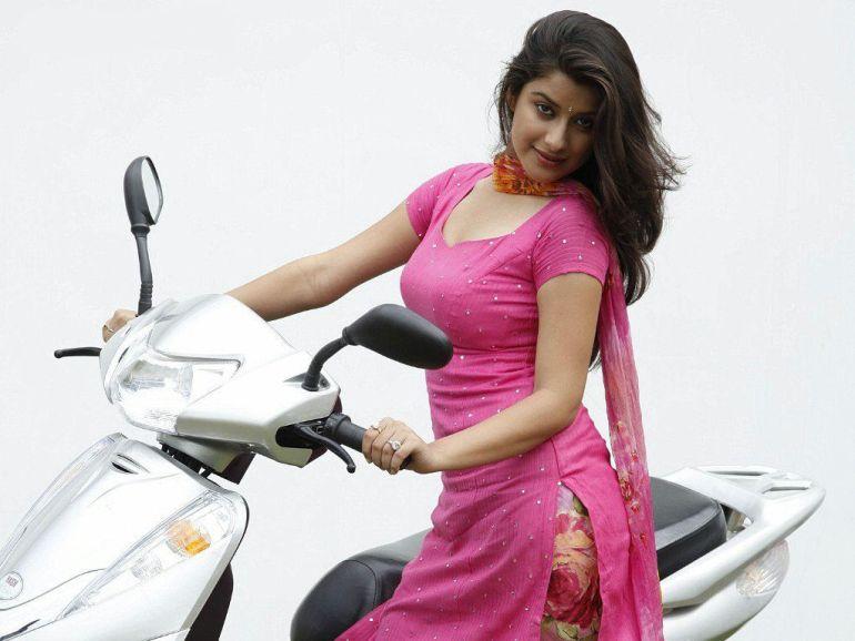 49+ Gorgeous Photos of Nyra Banerjee 102