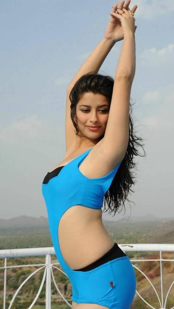 49+ Gorgeous Photos of Nyra Banerjee 94