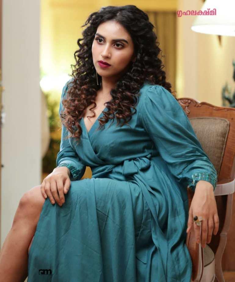 42+ Beautiful Photos of Malavika Jayaram 113