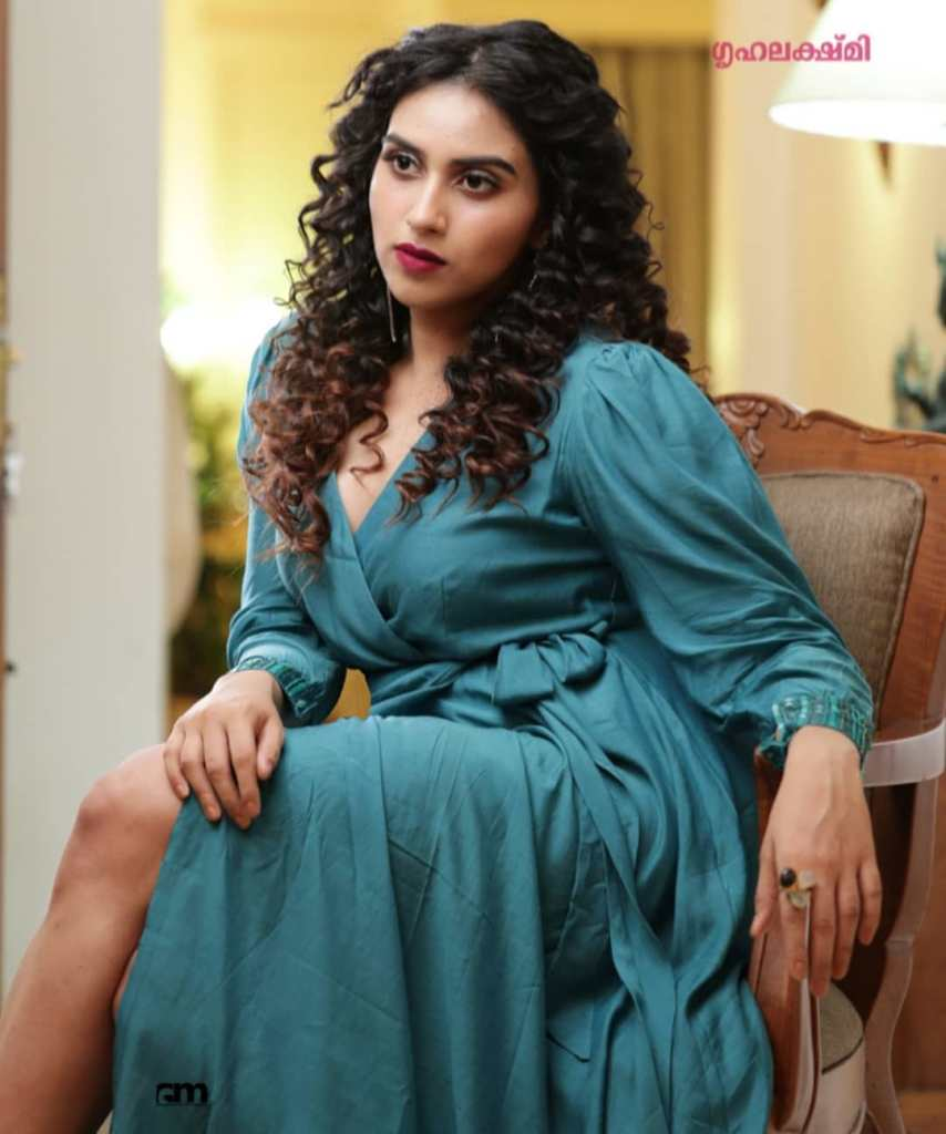 42+ Beautiful Photos of Malavika Jayaram 30
