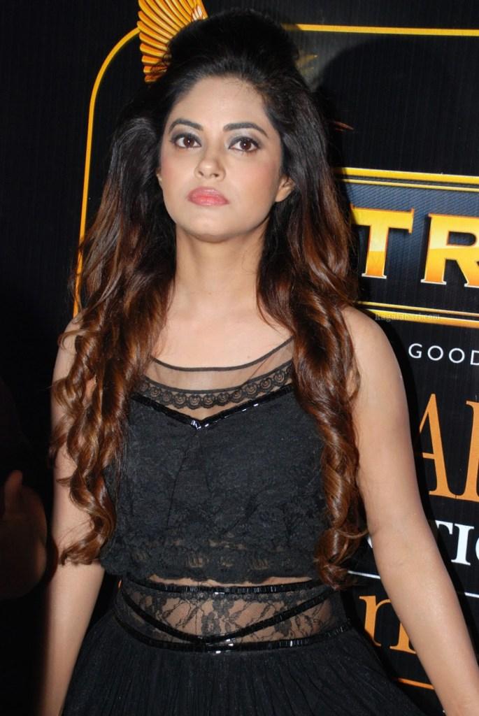 33+ Pretty Photos of Meera Chopra 106