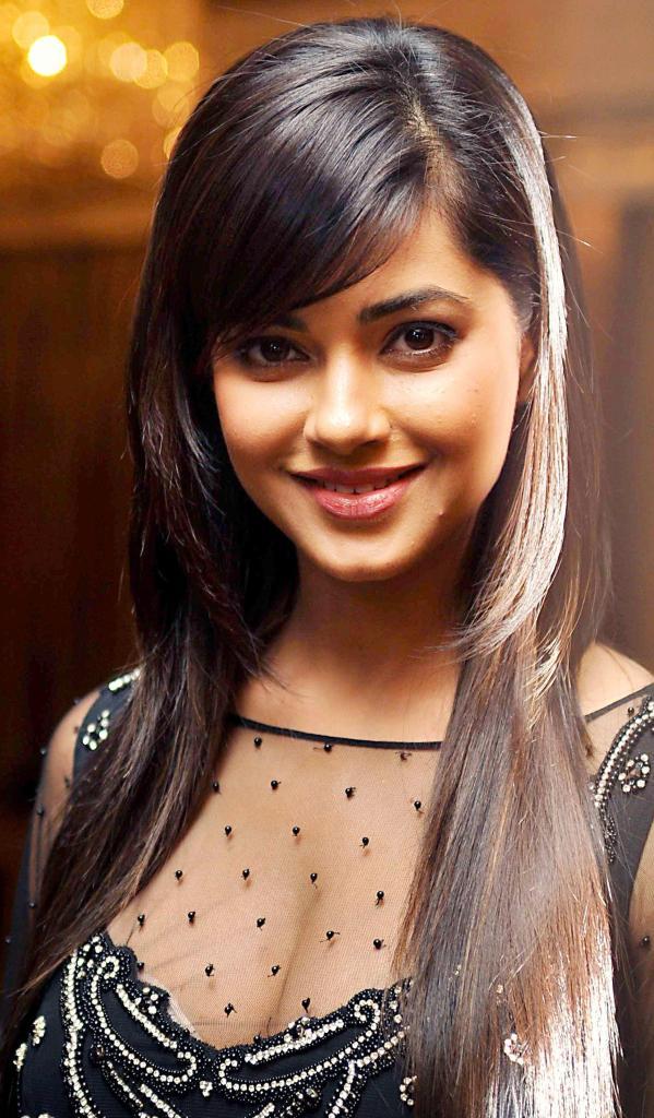 33+ Pretty Photos of Meera Chopra 87