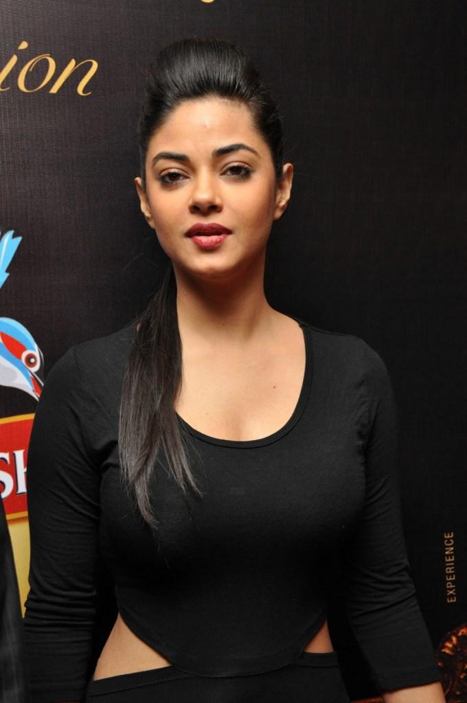 33+ Pretty Photos of Meera Chopra 93