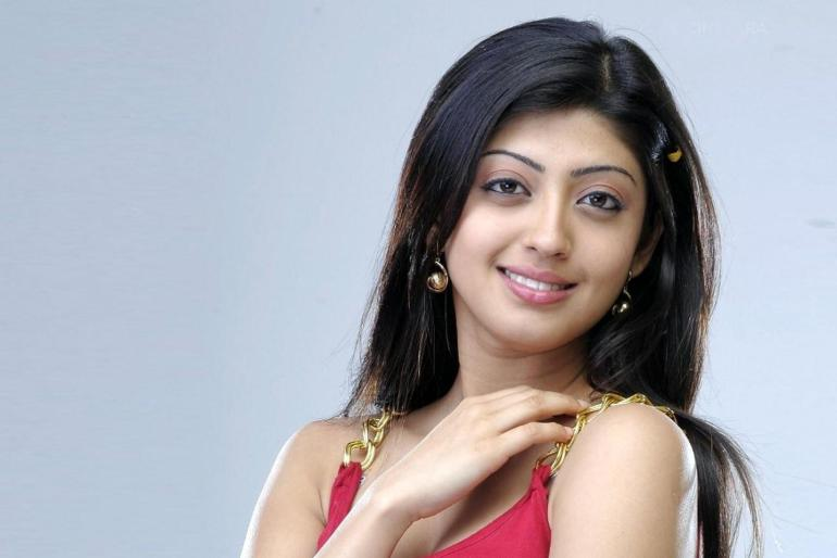 38+ Lovely Photos of Pranitha Subhash 101