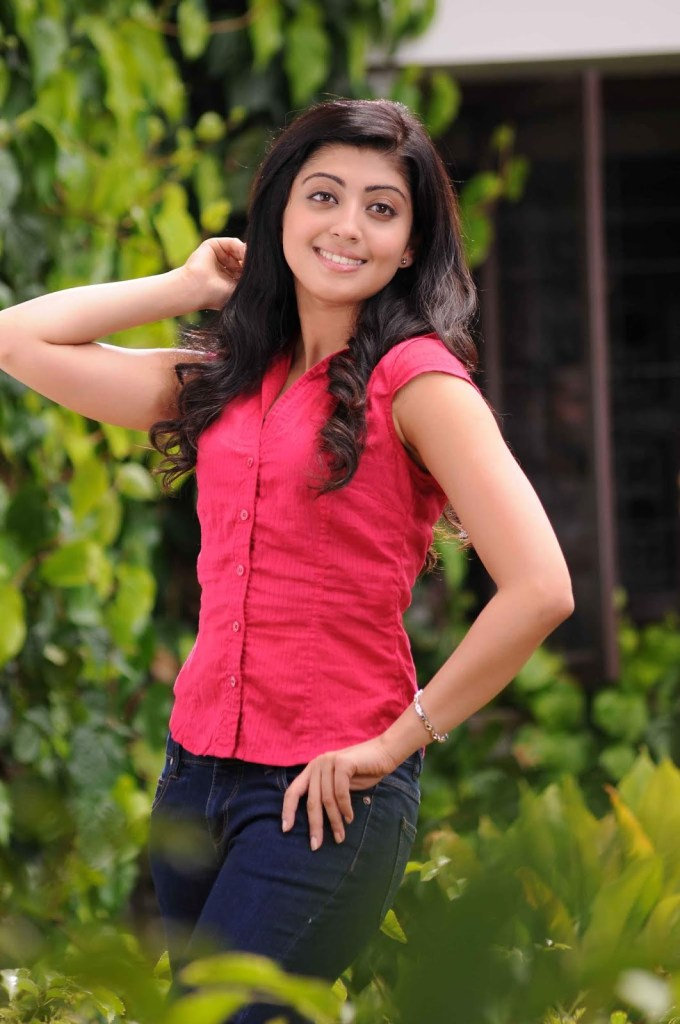 38+ Lovely Photos of Pranitha Subhash 110