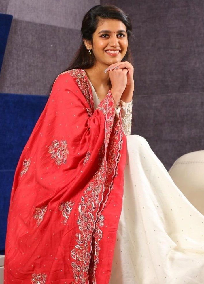 108+ Cute Photos of Priya Prakash Varrier 78