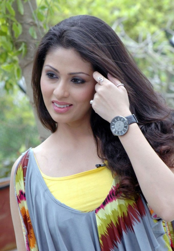 44+ Lovely Photos of Sadha 33