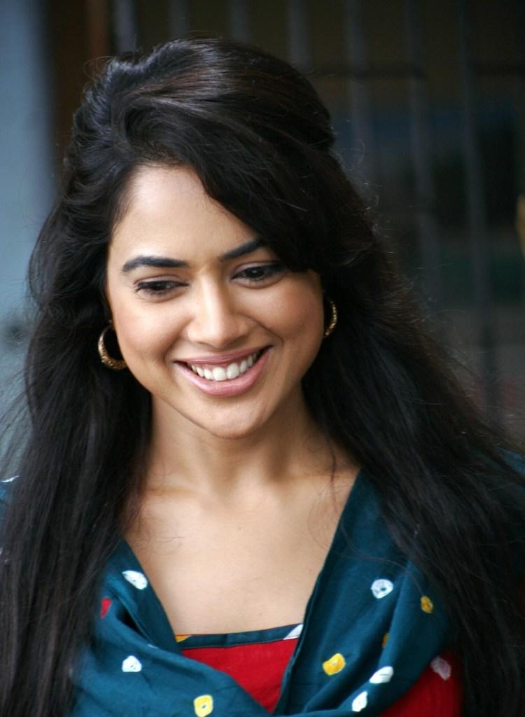 28+ Lovely Photos of Sameera Reddy 28