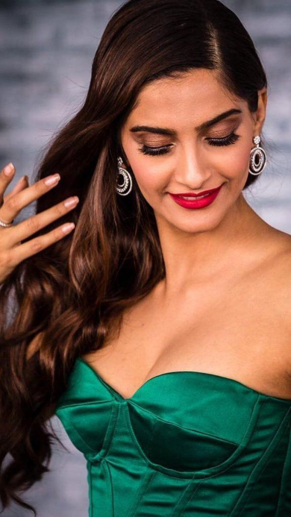 30+ Glamorous Photos of Sonam Kapoor 23