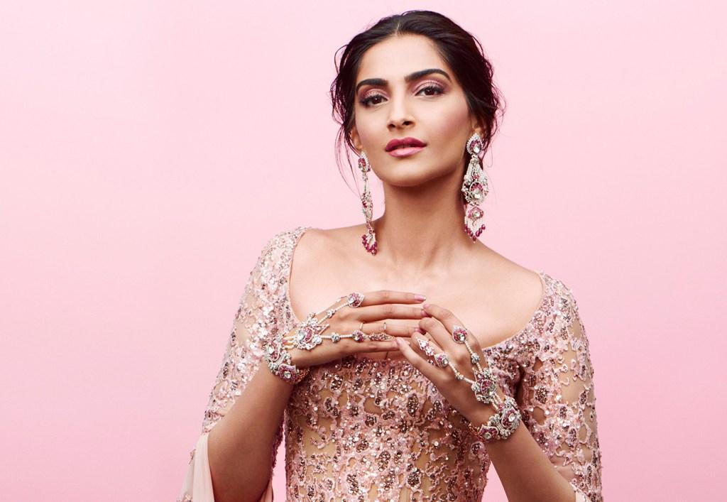 30+ Glamorous Photos of Sonam Kapoor 18
