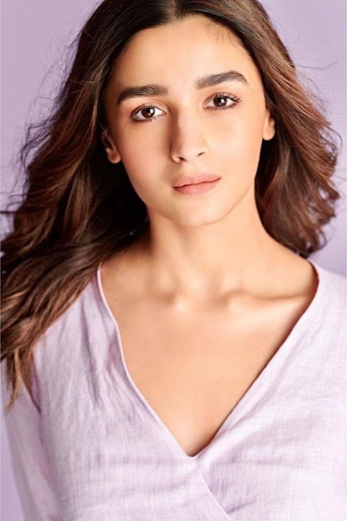 39+ Glamorous Photos of Alia Bhatt 19