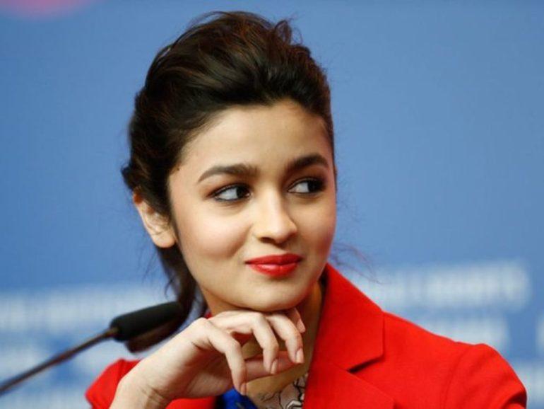 39+ Glamorous Photos of Alia Bhatt 26