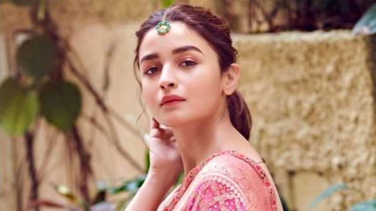 39+ Glamorous Photos of Alia Bhatt 32