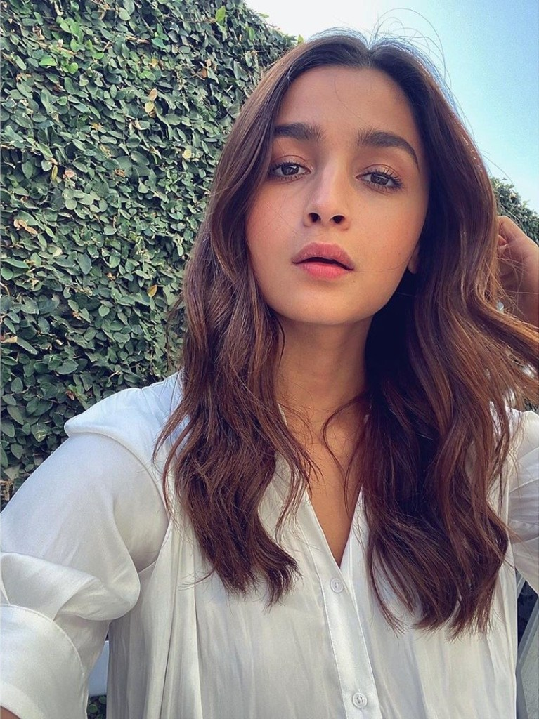 39+ Glamorous Photos of Alia Bhatt 10