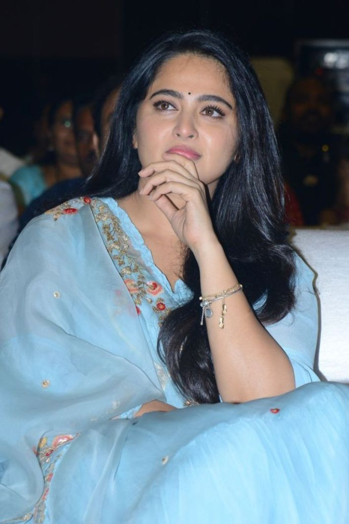 Anushka Shetty Wiki, Biography, Movies, and 126+ Stunning Photos 12