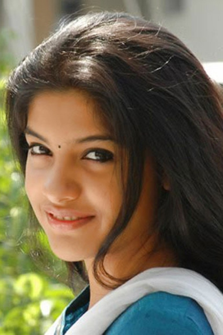 Beautiful Photos of Archana Kavi 16