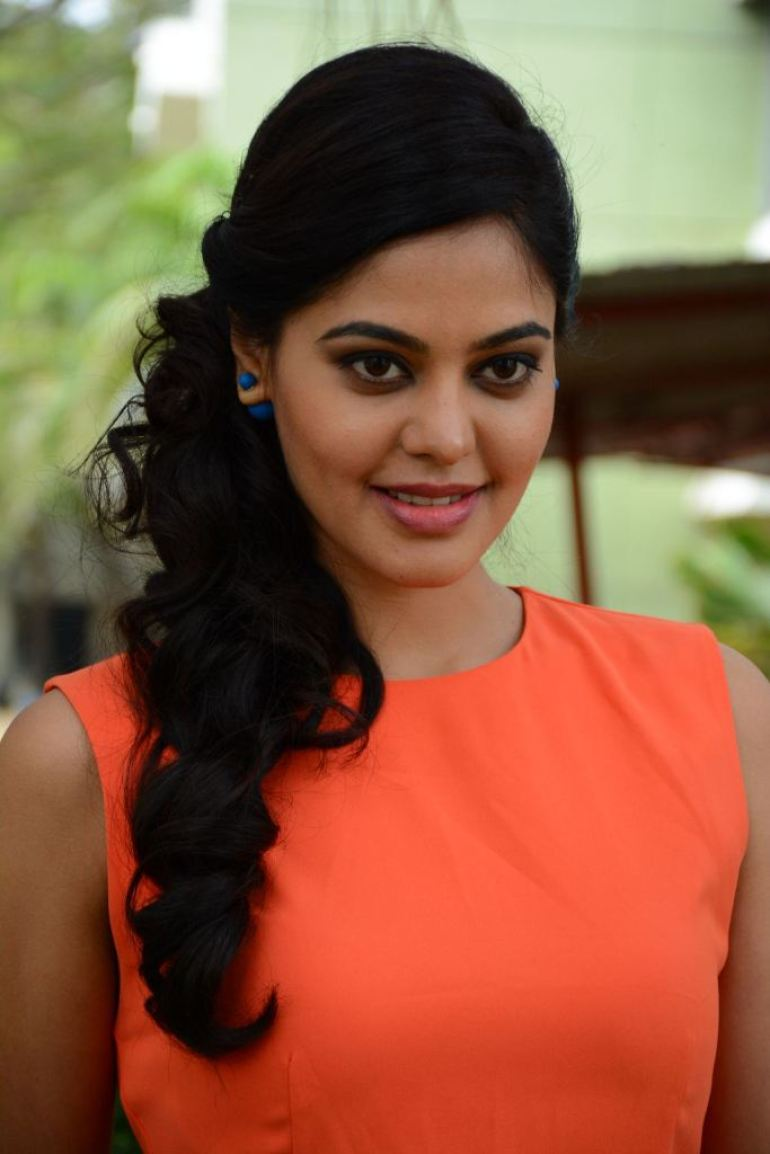 39+ Gorgeous Photos of Bindu Madhavi 23