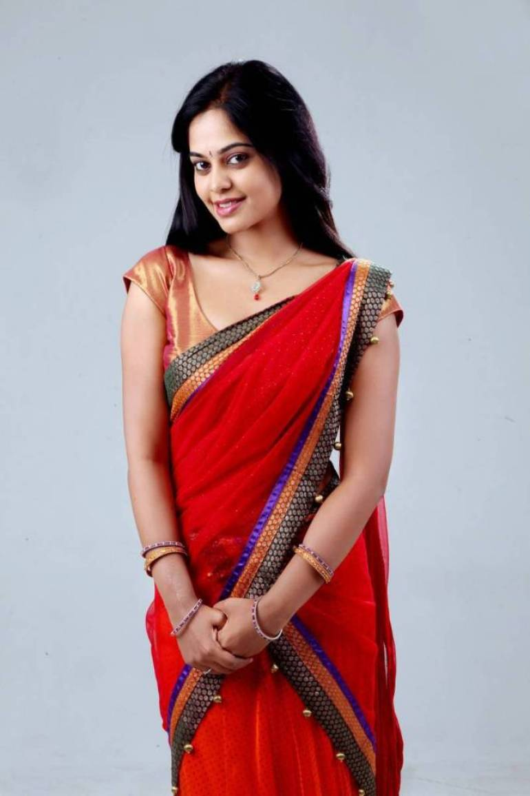 39+ Gorgeous Photos of Bindu Madhavi 32