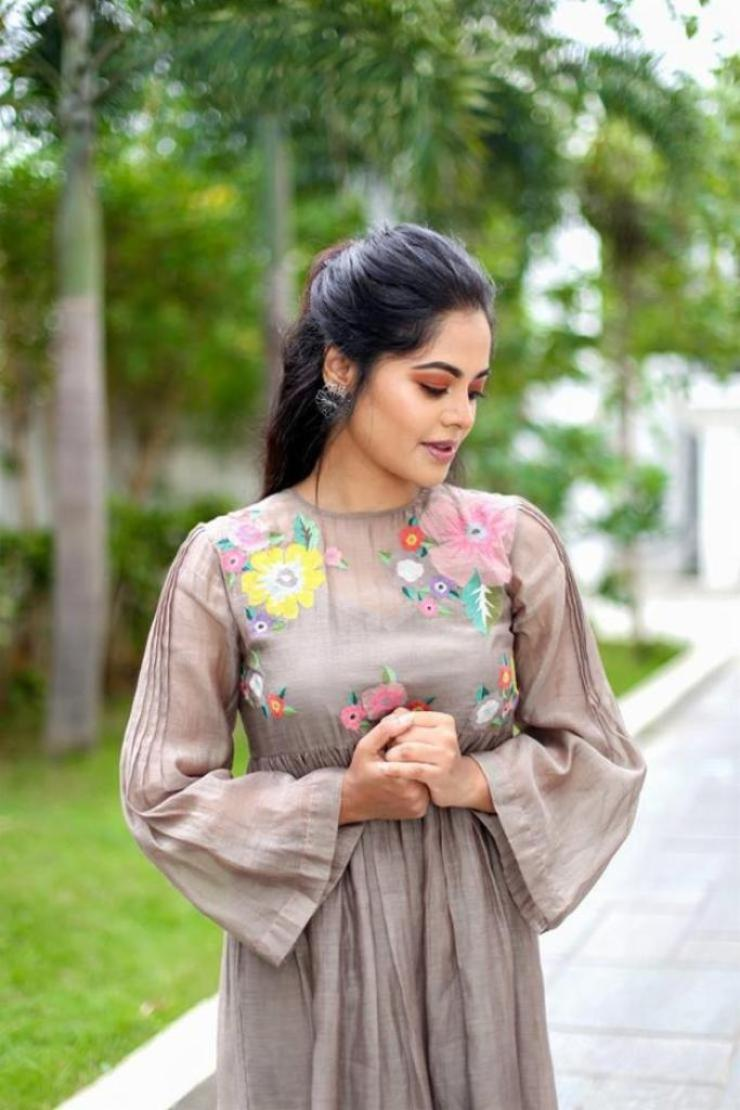 39+ Gorgeous Photos of Bindu Madhavi 37