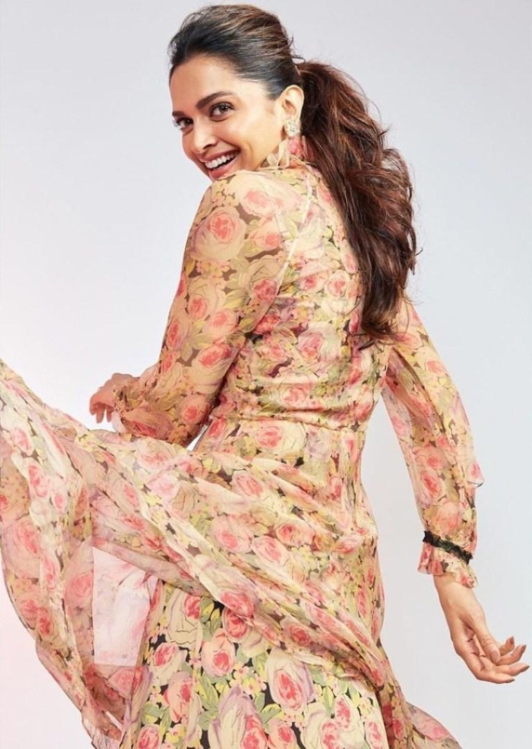 65+ Glamorous Photos of Deepika Padukone 21