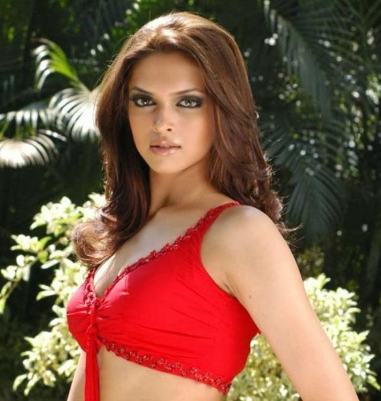 65+ Glamorous Photos of Deepika Padukone 65