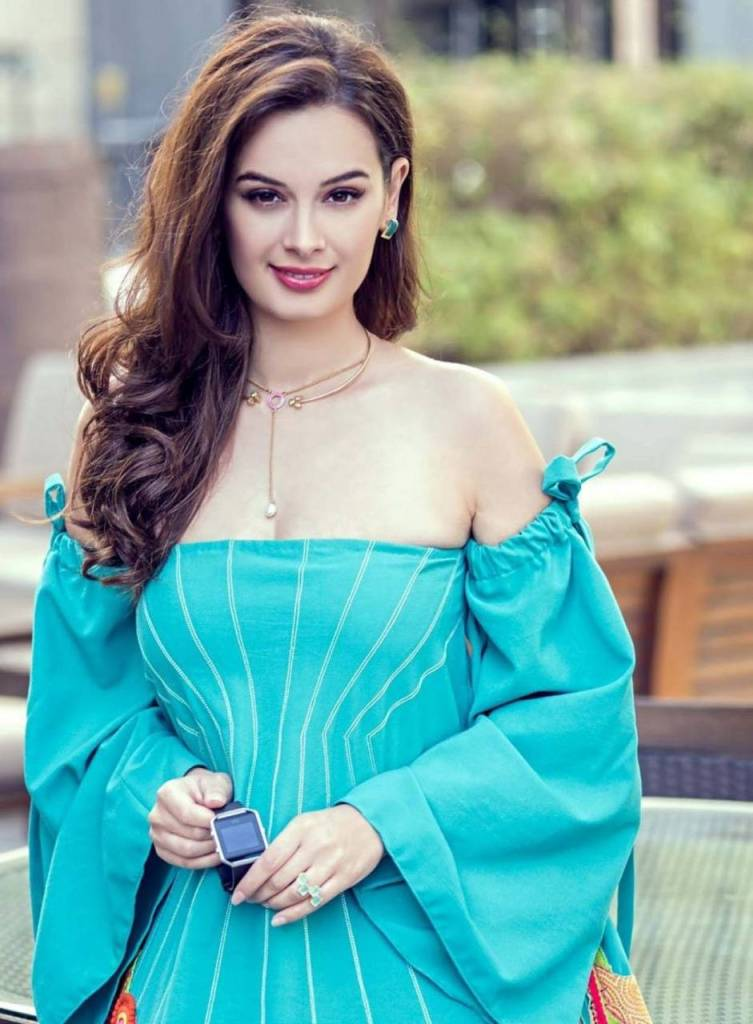 39+ Charming Photos of Evelyn Sharma 11
