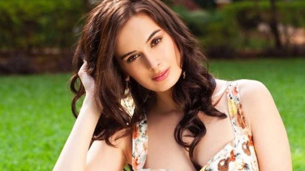 39+ Charming Photos of Evelyn Sharma 7