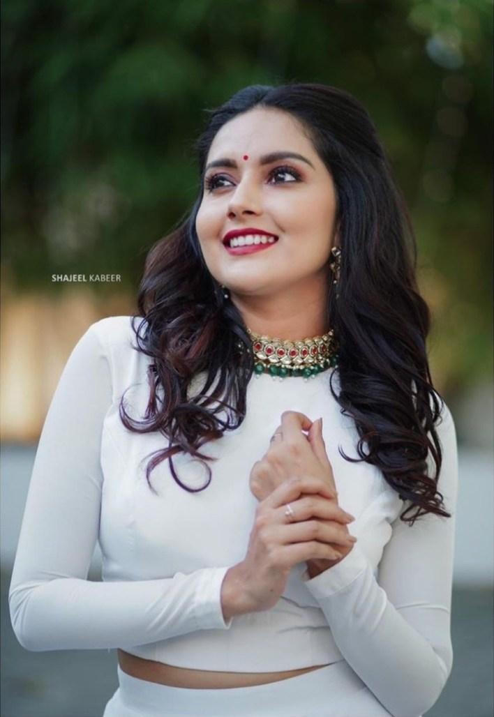 31 + Gorgeous Photos of Mahima Nambiar 18
