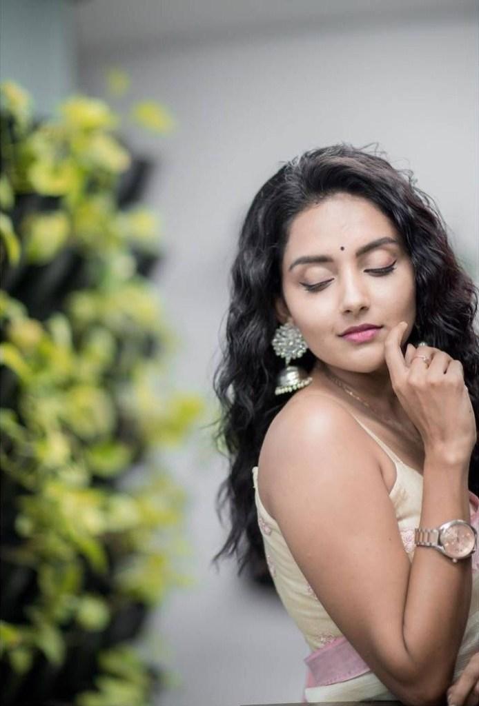31 + Gorgeous Photos of Mahima Nambiar 114