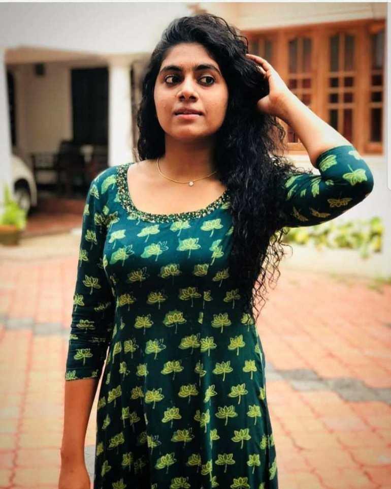 39+ Gorgeous Photos of Nimisha Sajayan 98