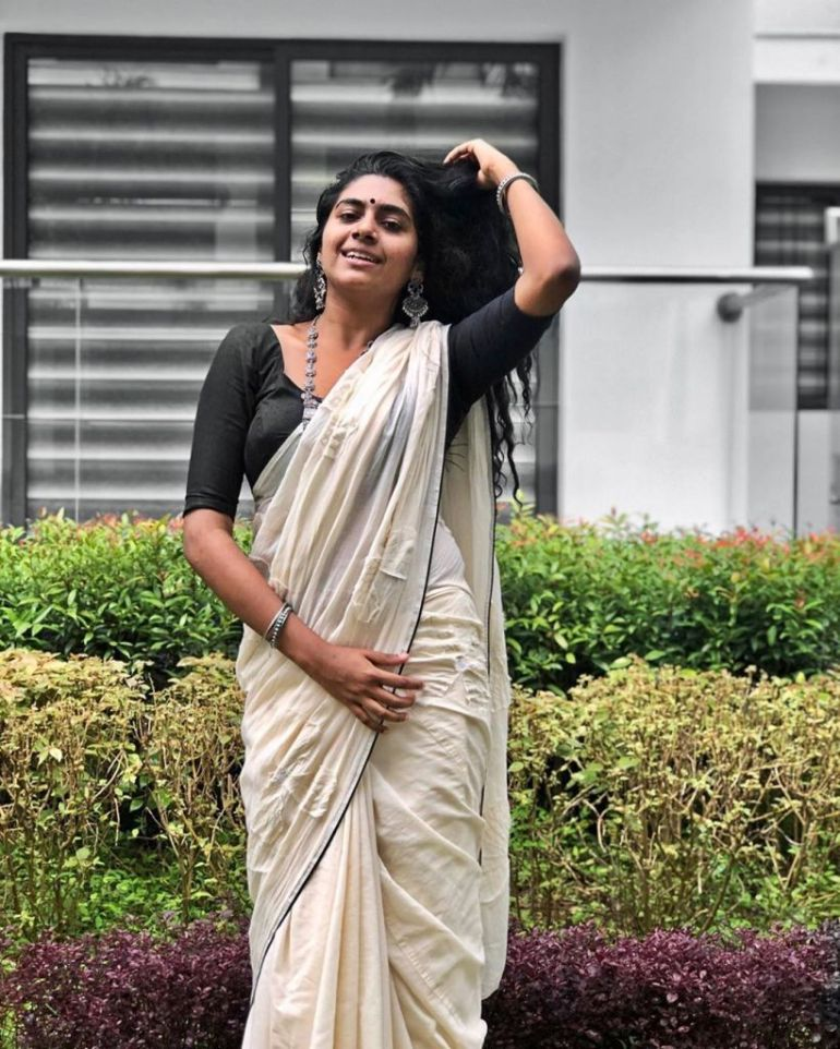39+ Gorgeous Photos of Nimisha Sajayan 19