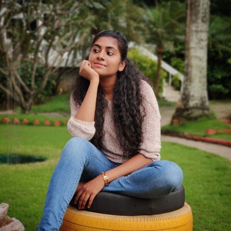 39+ Gorgeous Photos of Nimisha Sajayan 114