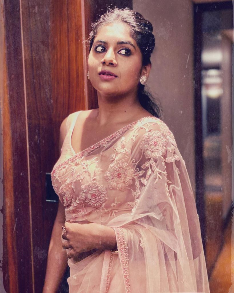39+ Gorgeous Photos of Nimisha Sajayan 32