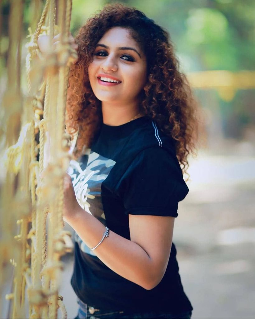 27+ Charming Photos of Noorin Shereef 3