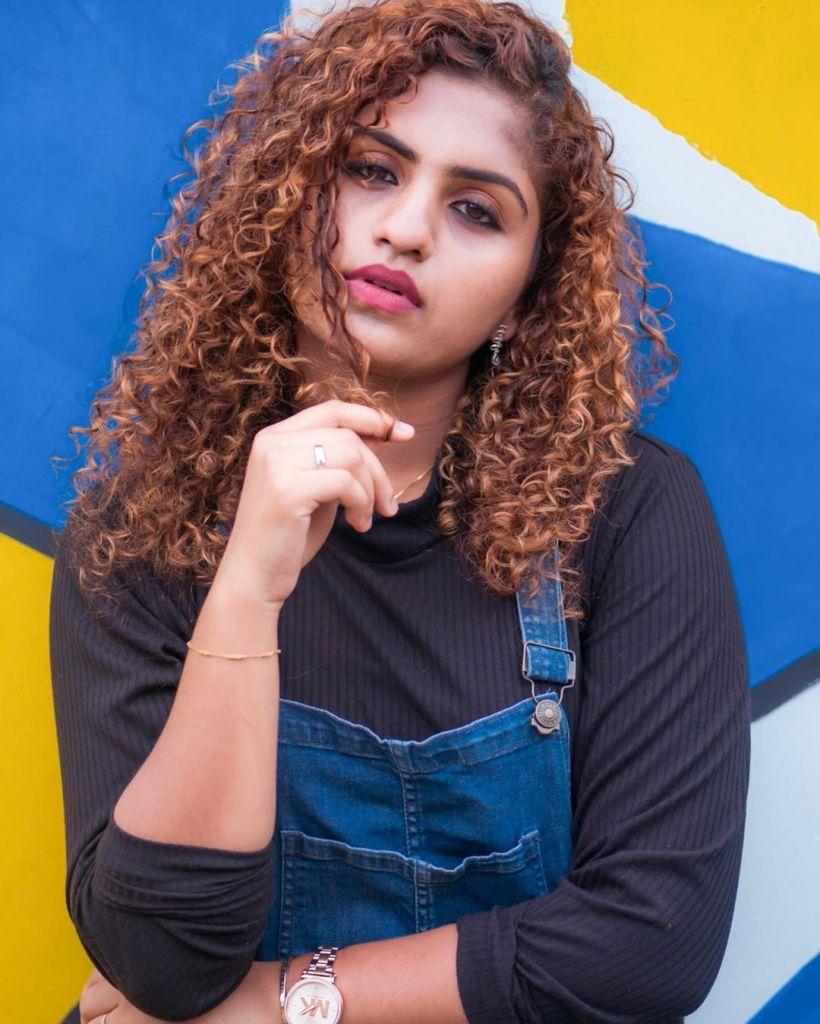 27+ Charming Photos of Noorin Shereef 10