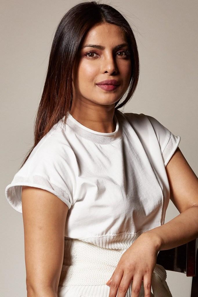 31+ Glamorous Photos of Priyanka Chopra 95