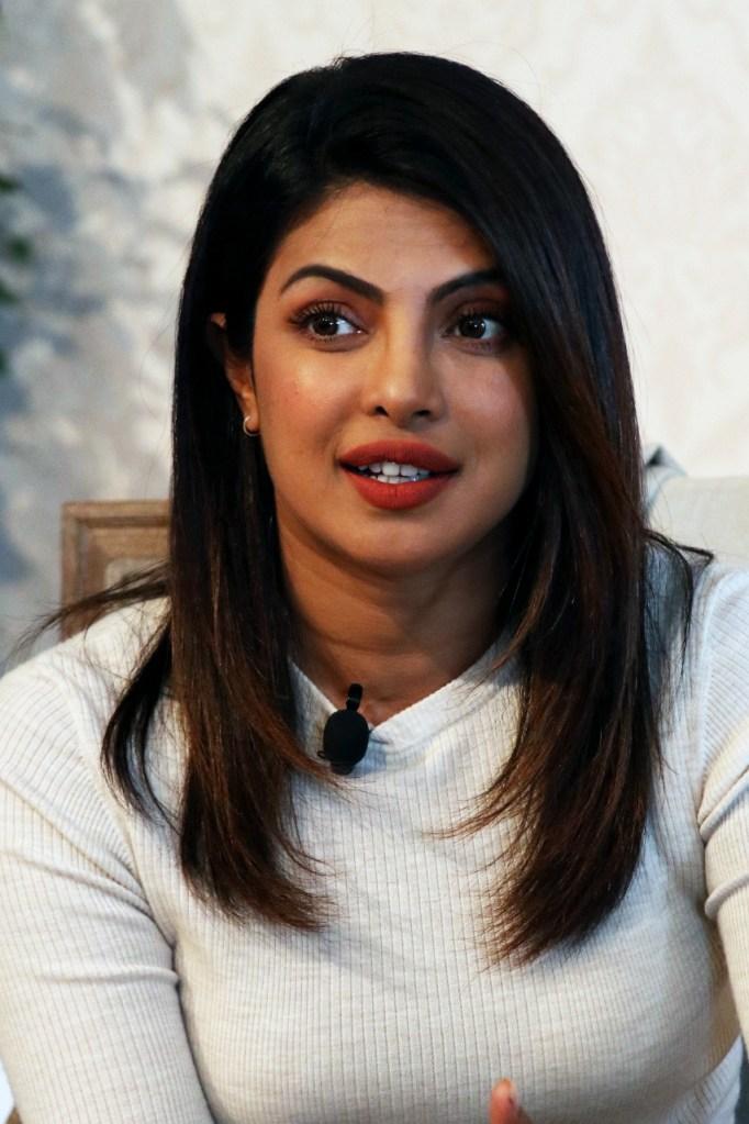 31+ Glamorous Photos of Priyanka Chopra 99