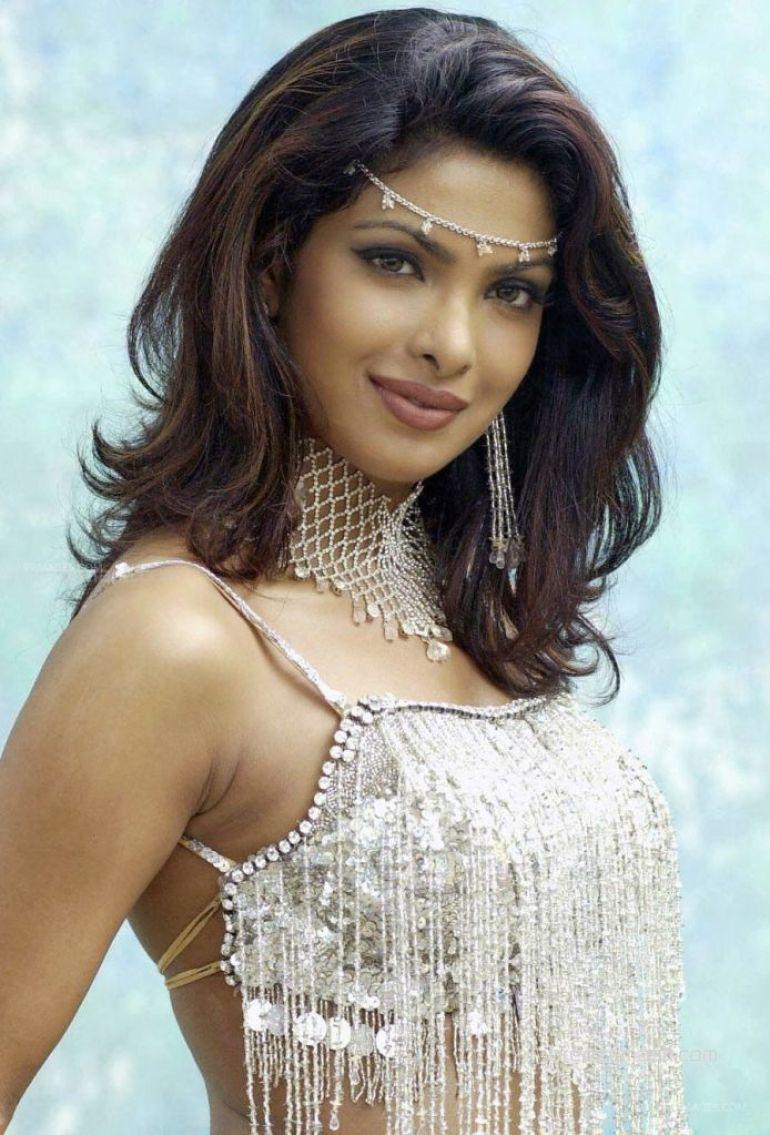31+ Glamorous Photos of Priyanka Chopra 101