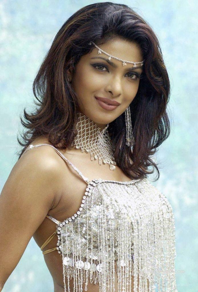 31+ Glamorous Photos of Priyanka Chopra 18