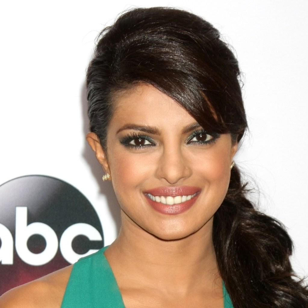 31+ Glamorous Photos of Priyanka Chopra 25