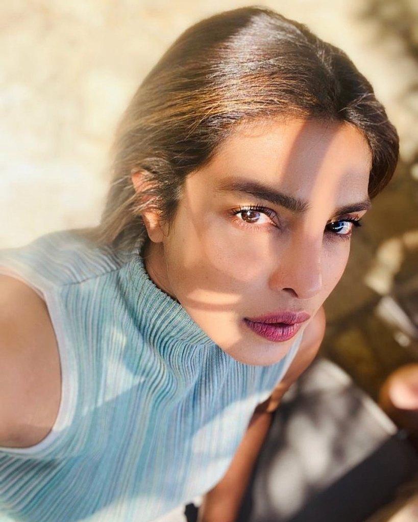 31+ Glamorous Photos of Priyanka Chopra 10