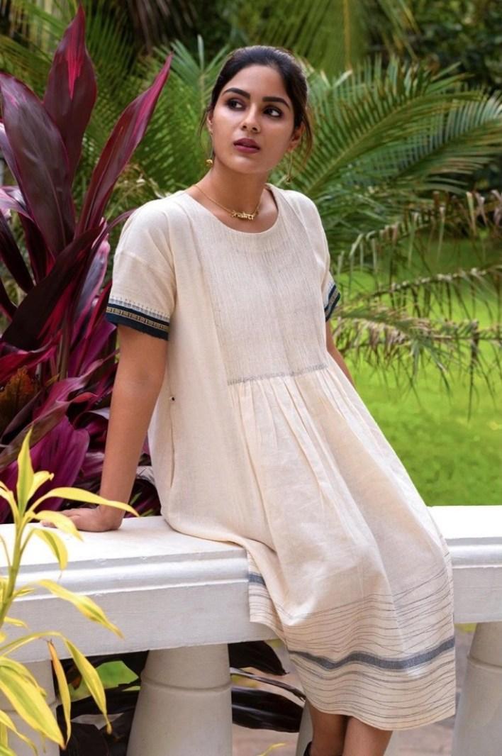 Samyuktha Menon Wiki, Age, Boyfriend, Movies, Family, Biography & Gorgeous Photos 15